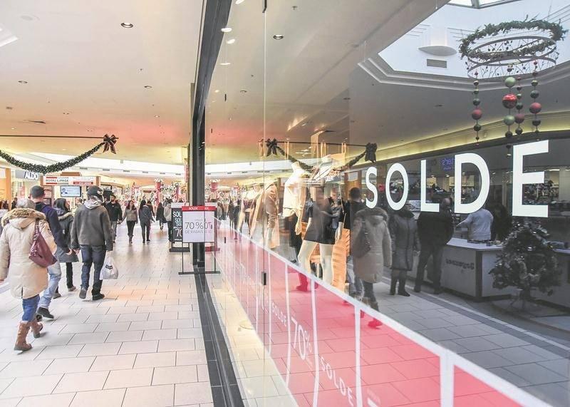 Plusieurs boutiques étendent leurs soldes sur plusieurs journées d'ici la fin de l'année.  Photo François Larivière | Le Courrier ©