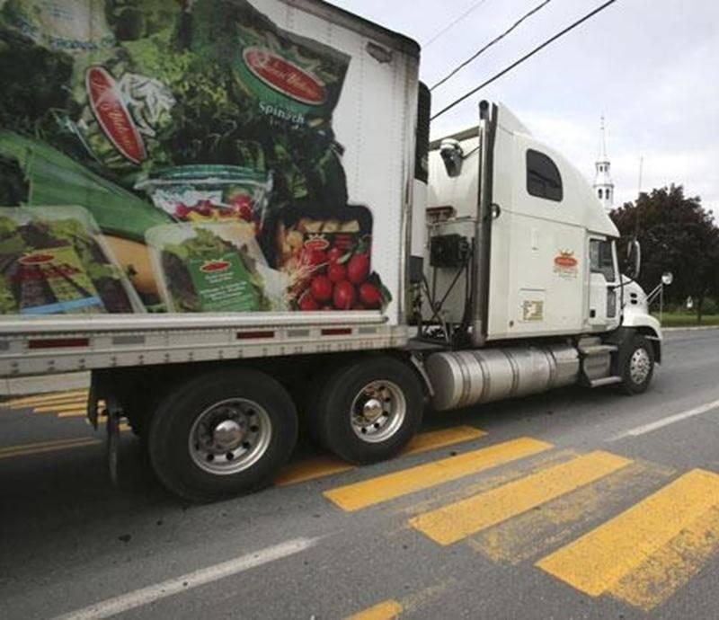 La Ville de Saint-Hyacinthe pourrait bientôt demander officiellement au MTQ de détourner le trafic lourd de la rue des Seigneurs Est, à Sainte-Rosalie.