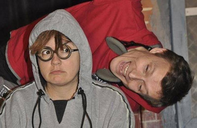 Le Théâtre Parminou a présenté la pièce « Visage à trois faces » aux élèves de la CSSH. Sur la photo, les comédiens Josée Rivard et Hugues Fortin.