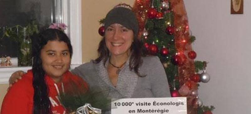 Sur la photo on aperçoit, Yeraldin Jaramillo en compagnie de Natalie St-Cyr, conseillère et technicienne en efficacité énergétique.
