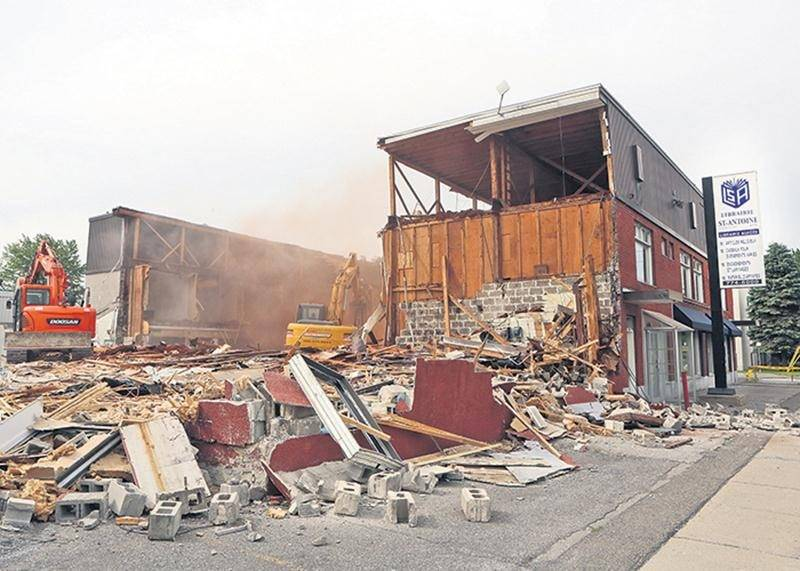 Lors de la démolition de l'immeuble où logeait la Librairie St-Antoine.