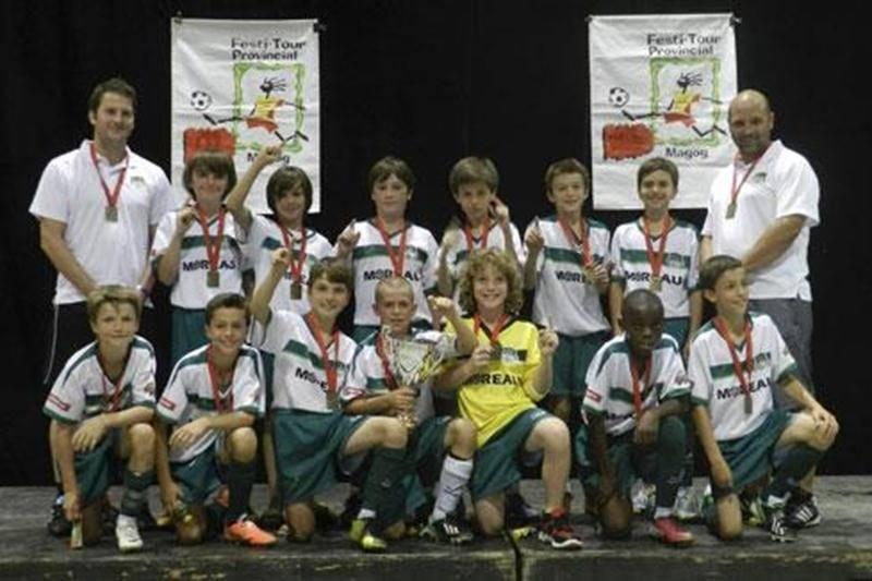 L'équipe du FC Saint-Hyacinthe U11 M AA a remporté les grands honneurs du tournoi de soccer de Magog. Le 11 maskoutain n'a pas connu la défaite en cinq rencontres, réussissant un total de 16 buts et n'en concédant qu'un seul durant toute la compétition. En finale, ils ont pris la mesure de l'Arsenal de l'Assomption au compte de 1-0. Pour les jeunes, il s'agit d'un deuxième triomphe en autant de tournois!