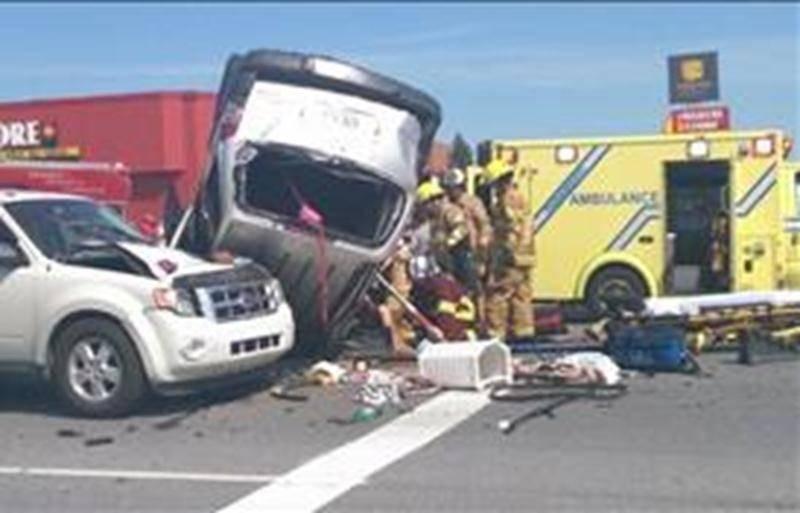 Heureusement, les autorités rapportent que personne n'a été blessé gravement dans cet accident de la route. Photo Dominique St-Pierre