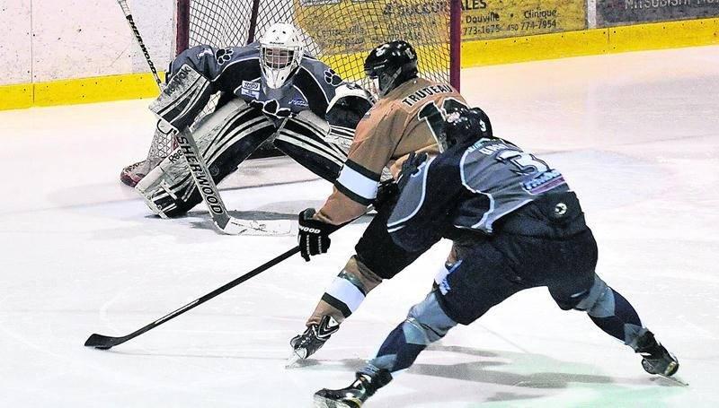 Les Lauréats et les Cougars se sont échangé les victoires au cours de leurs deux duels ce week-end. Photo François Larivière | Le Courrier ©