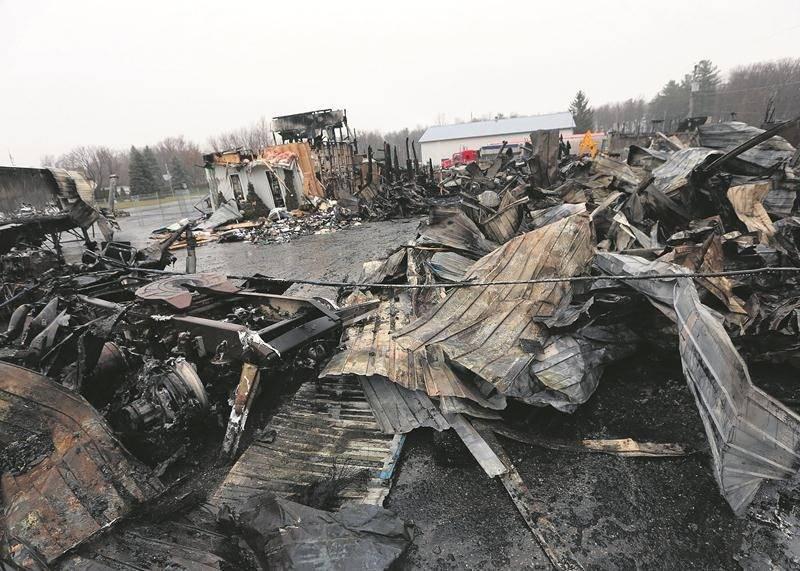La Sûreté du Québec tente d'établir si une main criminelle est à l'origine de l'incendie chez l'entreprise J.L. Michon Transport. Photo Robert Gosselin | Le Courrier ©