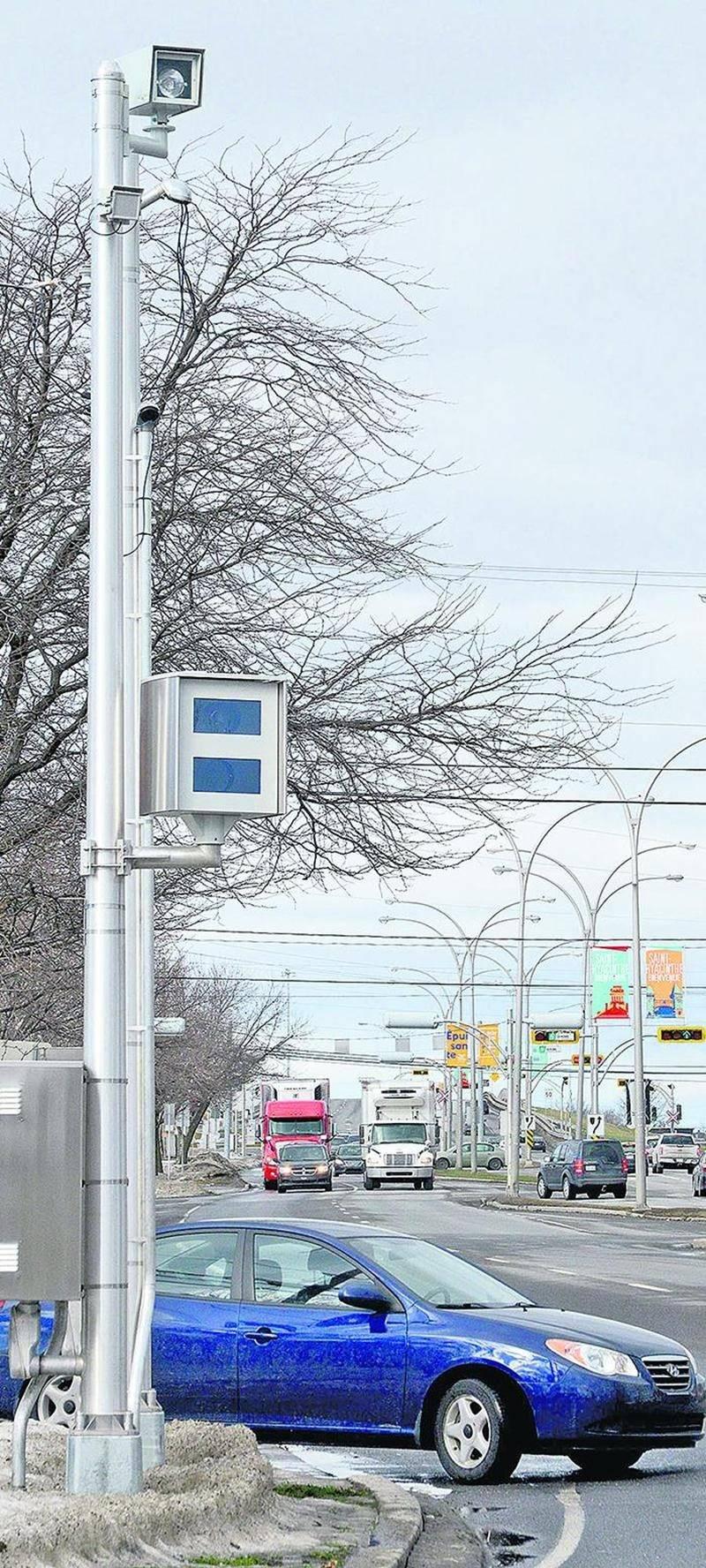 Le radar photo de l'intersection Casavant / Laframboise a été installé dernièrement, mais n'est pas encore en fonction. Photo François Larivière   Le Courrier ©