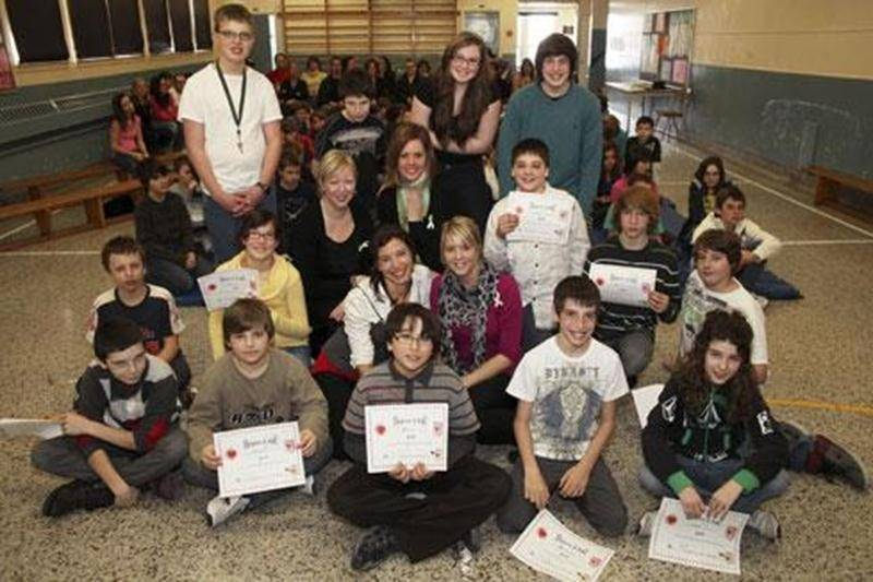 Seize élèves de l'immeuble Saint-Barnabé-Sud de l'école aux Quatre-Vents sont les principaux créateurs de la capsule vidéo « Un rêve partagé ».