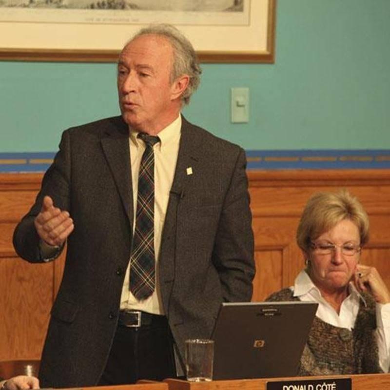 Le conseiller de la Ville de Saint-Hyacinthe Donald Côté n'a pas hésité à se porter à la défense des petites compagnies de téléphone.
