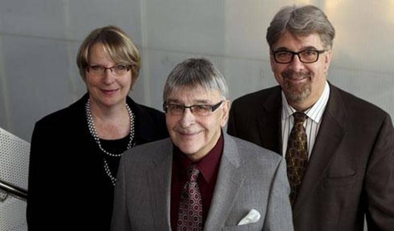 De gauche à droite : Christine Poirier, directrice générale de la Fondation Aline-Letendre, Roger Duceppe, président d'honneur de la 25 e édition du Music-hall et Marc Perrault, président du conseil d'administration de la Fondation Aline-Letendre.