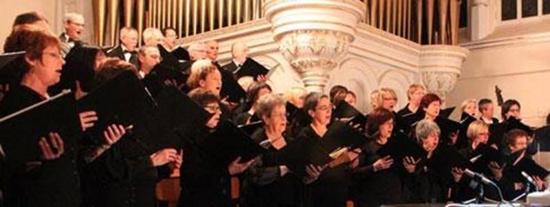 Les mélomanes maskoutains et de la région sont chaleureusement invités à assister au traditionnel concert de Noël de l'Harmonie vocale de Saint-Hyacinthe. Le choeur interprètera cette année le prestigieux Magnificat de Jean-Sébastien Bach, sous la direction de James Copland, accompagné par Jocelyn Lafond, titulaire des orgues de la Cathédrale ainsi que deux solistes professionnels. Des chants classiques et traditionnels complèteront le programme. Pour l'occasion, la chorale des élèves de l'école