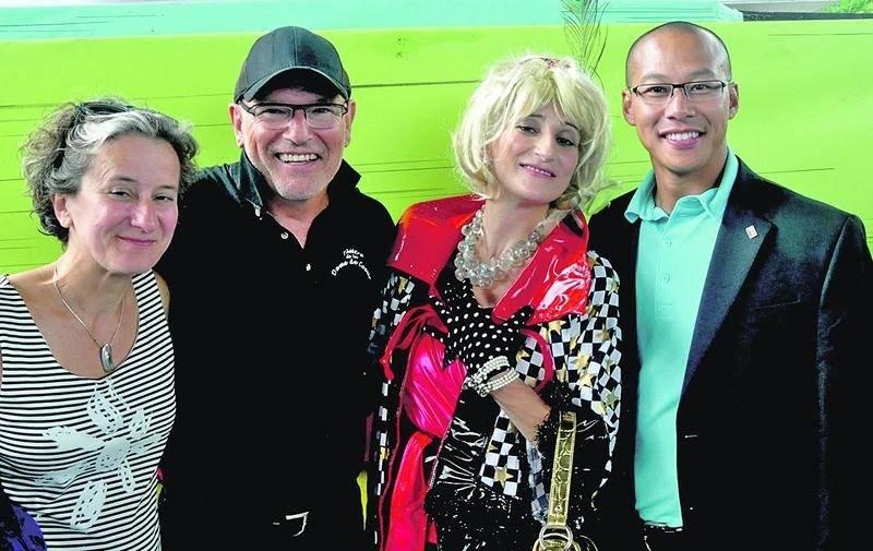 Le Théâtre de la Dame de Coeur a accueilli la Diva Natalie Choquette (troisième sur la photo). Elle est entourée de la présidente Sylvie Bellerose, du directeur général et artistique Richard Blackbun et du président d'honneur du concert-bénéfice, Ty Diep.