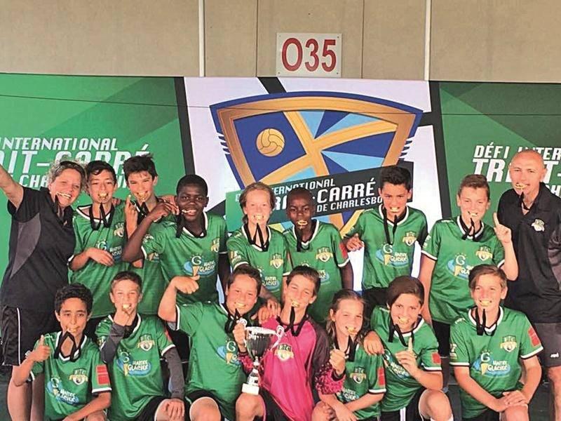 Le FC Saint-Hyacinthe U12 masculin A, champion du Défi international Trait-Carré de Charlesbourg.