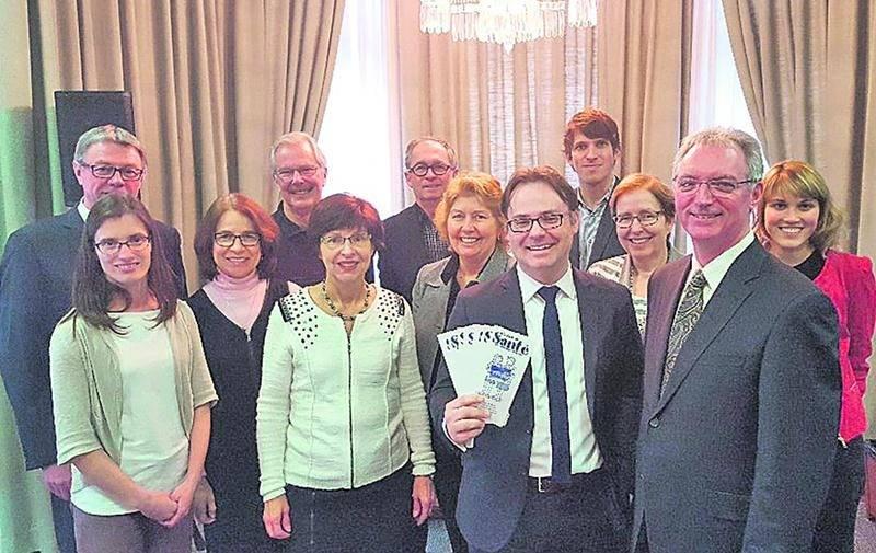 Le maire de Saint-Hyacinthe, Claude Corbeil, avec les administrateurs bénévoles du Camp de Santé de Saint-Hyacinthe. Photo courtoisie