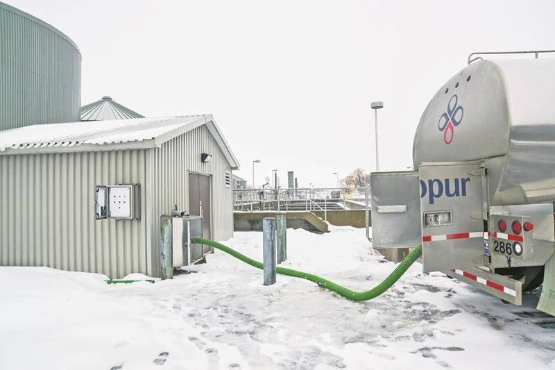 Maintenant opérationnelle, il ne reste qu'à trouver davantage d'intrants organiques pour que l'usine de biométhanisation de la Ville de Saint-Hyacinthe roule à plein régime.   Photo François Larivière | Le Courrier ©