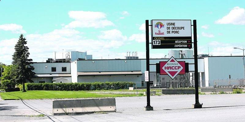 Le règlement à venir entre les ex-travailleurs de l'usine de découpe de porc de Saint-Simon et Olymel laisse entrevoir un possible retour des opérations dans cette bâtisse industrielle. Photothèque | Le Courrier ©