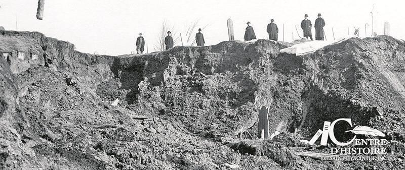 Éboulis au cimetière cathédrale, Saint-Hyacinthe, mars 1917. Archives CHSH, Collection photographies de Saint-Hyacinthe.
