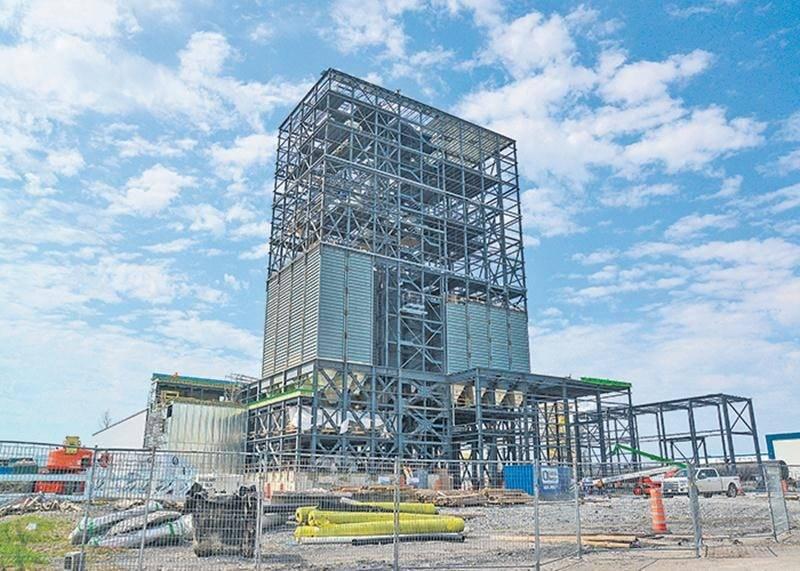 La construction de la nouvelle bâtisse de la meunerie Côté-Paquette dans le parc industriel Théo-Phénix va bon train.