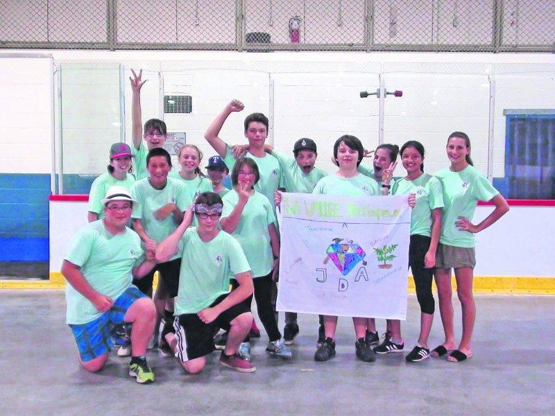 Le groupe de jeunes de la Coopérative jeunesse de services a terminé sa saison avec un record quant au nombre d'heures travaillées et aux revenus partagés entre eux.