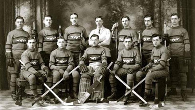 L'équipe Saint-François-Xavier de la ligue de hockey junior de 1931-1932.