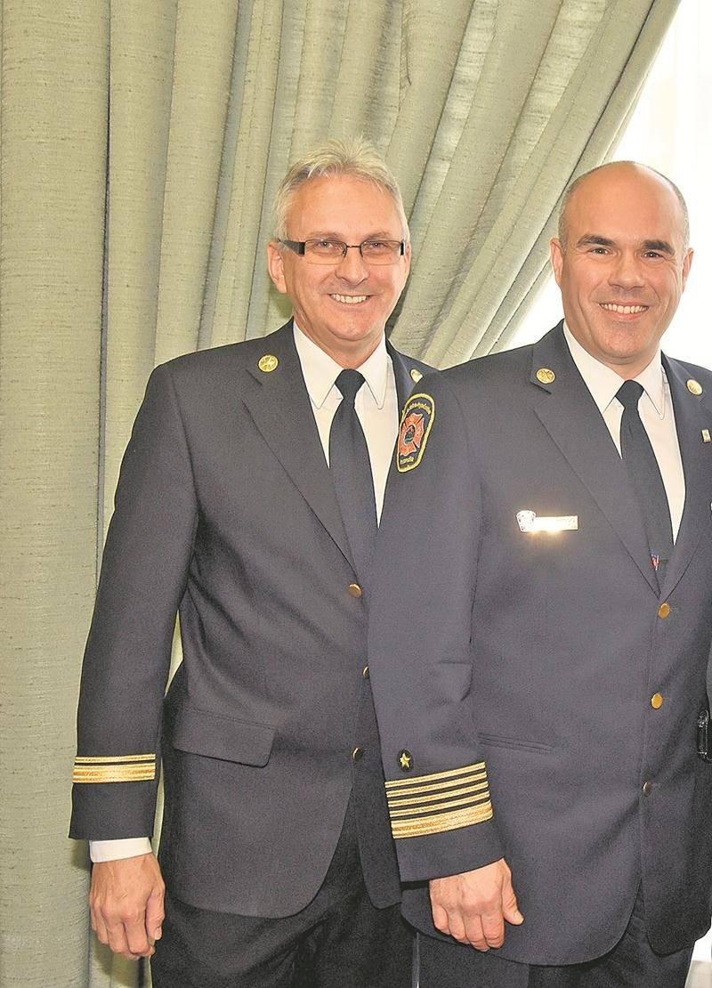 C'est Jocelyn Demers (à gauche) qui a été désigné comme successeur de Jacques Dubois (à droite) à la direction du Service de sécurité incendie de la Ville de Saint-Hyacinthe.  Phtotothèque   Le Courrier ©