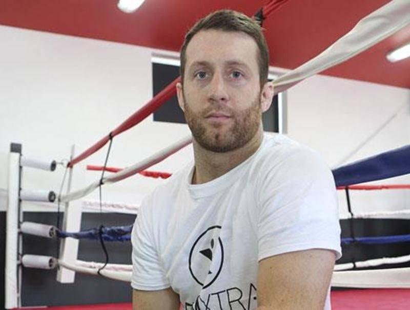 Francis Charbonneau est demeuré invaincu en deux combats d'arts martiaux mixtes (AMM).
