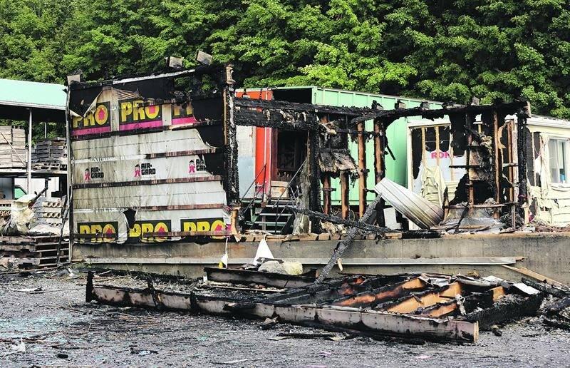 Les dommages s'élèveraient à plus de 150 000 $ selon l'estimation des pompiers. Photo Robert Gosselin   Le Courrier ©