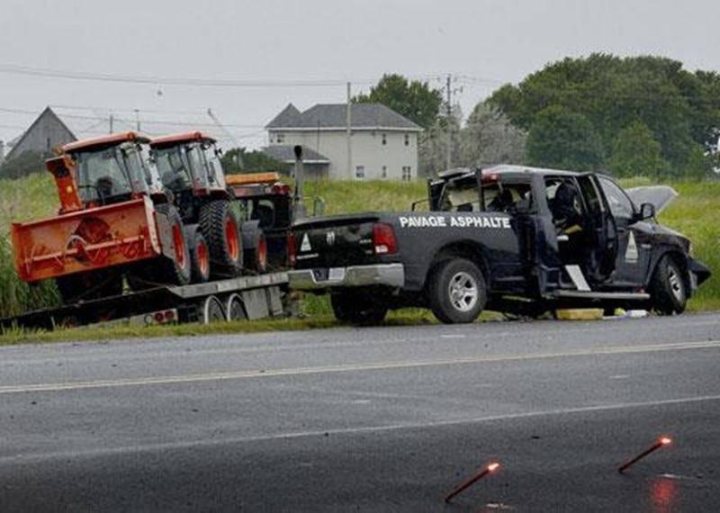Un homme de 75 ans est décédé dans une collision impliquant une camionnette et une dépanneuse.