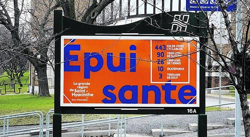 Photothèque | Le Courrier © Pour promouvoir son image de marque, la grande région de Saint-Hyacinthe a accouché d'une campagne publicitaire audacieuse et controversée dotée d'un budget de 1,2M$. Les qualificatifs à double sens de cette campagne, tout comme son coût, n'ont pas fait l'unanimité dans le milieu. Pire, cette campagne est désormais un élément de mesure qui revient hanter les élus. Exemple: la Ville de Saint-Hyacinthe n'a pas les moyens de supporter les organismes communautaires en r