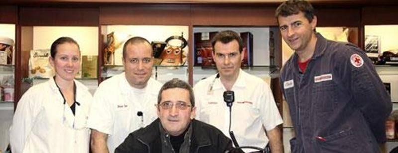 Luc Bernard, au centre, entouré des collègues de travail qui lui ont sauvé la vie, Annick Desautels, Pierre-Luc Raymond, François Pigeon et Claude Pomerleau.