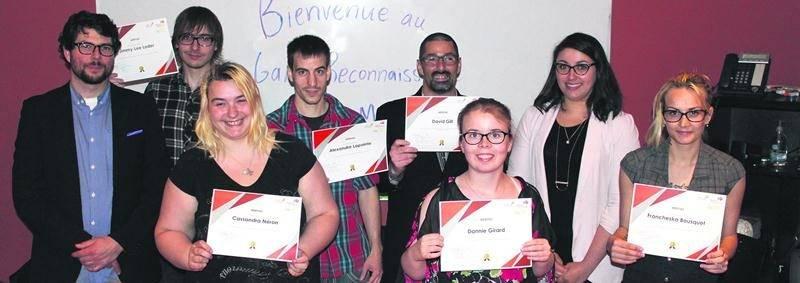 Sur la photo on retrouve, de gauche à droite: Sébastien Rancourt, enseignant; Jimmy-Lee Loder, Cassandra Néron, Alexandre Lapointe, David Gill, Dannie Girard, Magalie Sauvé, intervenante; et Francheska Bousquet.