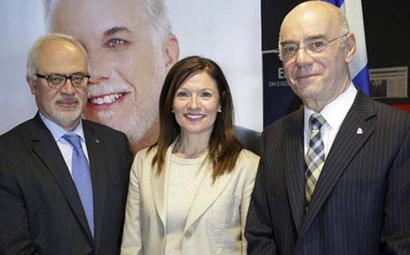 La candidate libérale dans Saint-Hyacinthe, Louise Arpin en compagnie de Carlos Leitao et de Jacques Daoust qui composent l'équipe économique du PLQ.