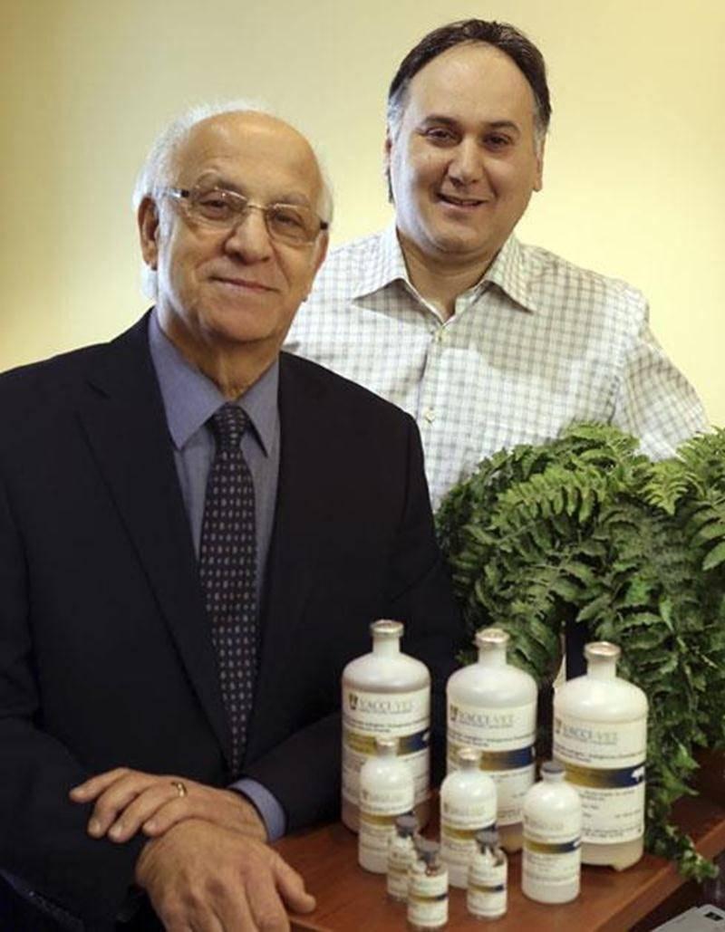 Antoine Khoury, président-directeur général de l'entreprise Vacci-Vet, et son fils André.