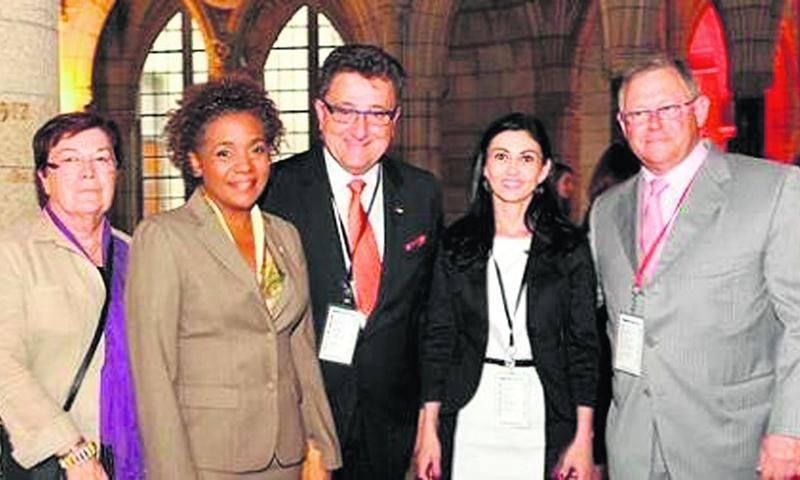 Chantal Soucy en compagnie notamment de l'ex-gouverneure générale du Canada, Michaëlle Jean.