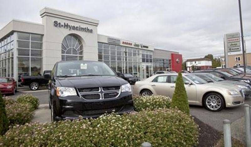 À Saint-Hyacinthe, c'est le concessionnaire Chrysler du boulevard Choquette qui a été le premier à ouvrir ses portes le samedi en septembre dernier.