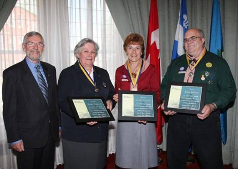 Trois Maskoutains ont été honorés par l'Association des Scouts du Canada présidéee par le gouverneur général, l'honorable David Johnston. Une médaille «Honneur au mérite » a été décernée à Carole Turcotte en reconnaissance de 23 années au service du mouvement scout dans le district de Saint-Hyacinthe. Deux récompenses « Service scout »ont été remises à Nicole Ducharme et André Pelletier pour souligner leur implication longue de 26 et 35 ans, respectivement. Dans l'ordre habituel : le maire Cla