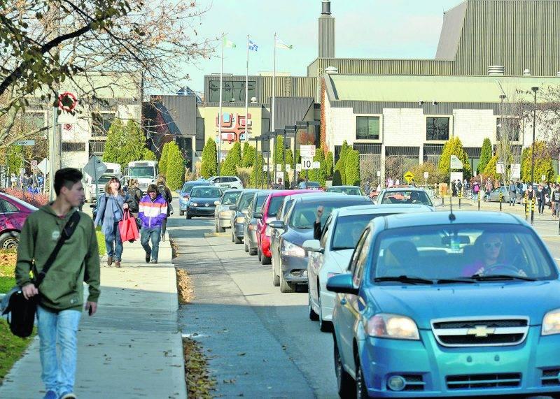 Plus d'étudiants veut aussi dire plus de congestion au Cégep de Saint-Hyacinthe, dont l'unique accès reste pour le moment l'avenue Boullé. Photothèque | Le Courrier ©