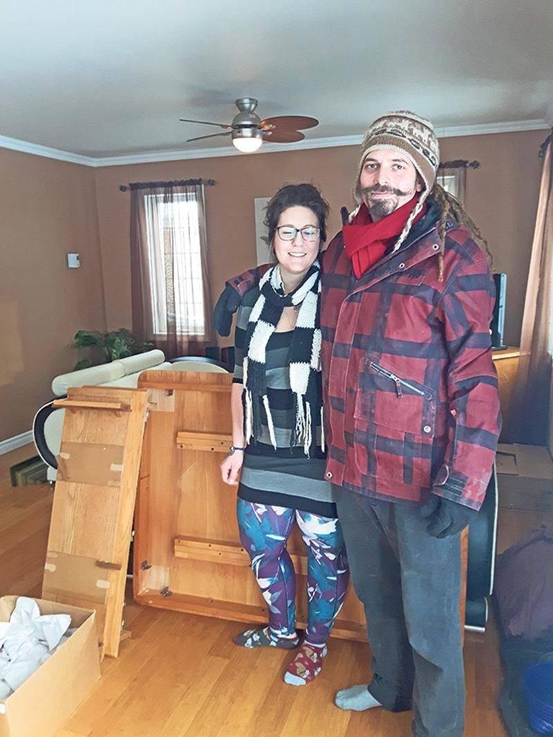 Marie-Michelle Hamel et Manuel Philibert-Dubois, en plein déménagement samedi.   Photo Annie Blanchette