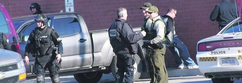 Le groupe tactique d'intervention du SPVM a procédé à l'arrestation de deux individus dans un restaurant de Saint-Hyacinthe, mardi. Photo Dominique St-Pierre