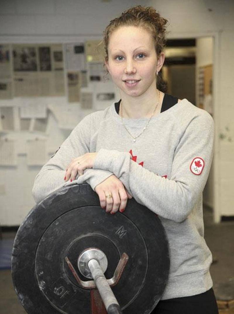 Malgré des résultats en dessous de ceux réalisés l'an dernier au Championnat canadien senior, Annie Moniqui domine toujours chez les femmes de 58 kg.