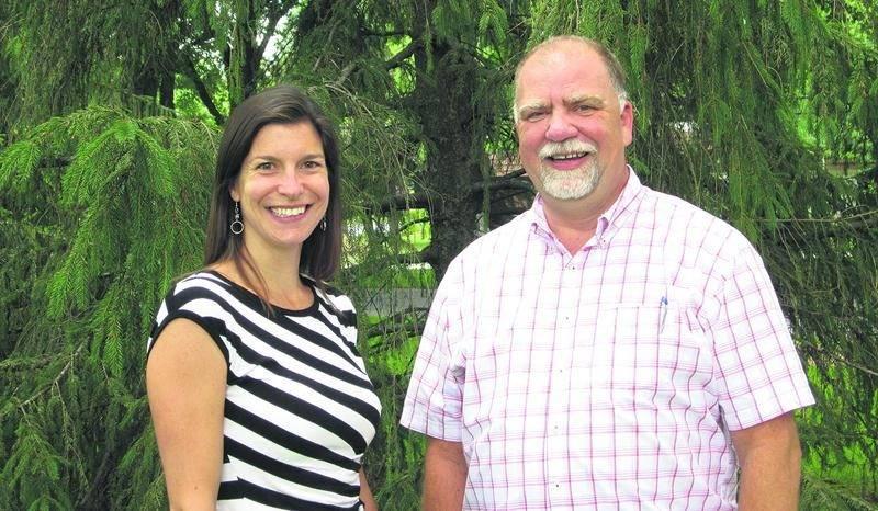 Sur la photo, on aperçoit Jade Guilbert, chargée de projet au développement de programmes environnementaux, et Réjean Pion, directeur général de la Régie intermunicipale d'Acton et des Maskoutains.