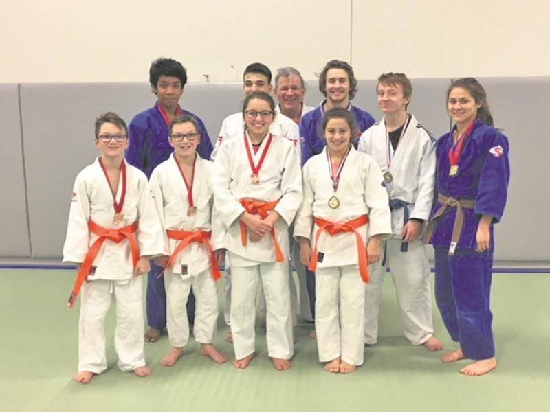 Les médaillés du Club de judo de Saint-Hyacinthe lors de la compétition en sol maskoutain.