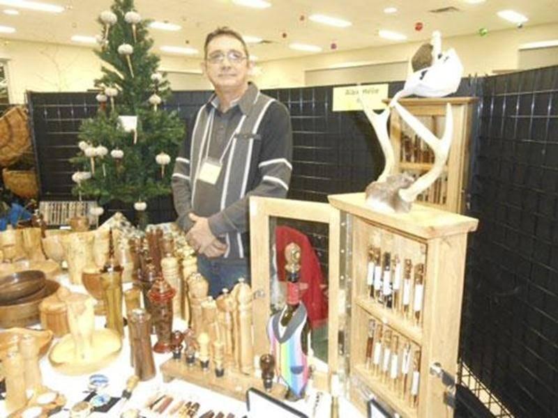 Les 7 et 8 décembre, l'organisme Visit'art présentait son Salon annuel de Noël regroupant une quarantaine d'artisans. Le public était invité à voter pour l'artiste « Coup de coeur ». Cette année, le prix a été décerné à Alain Hélie, de Saint-Hyacinthe. M. Hélie travaille le bois depuis 30 ans et fait le tournage de bois depuis deux ans. Membre de l'Association des tourneurs de bois du Québec (TBQ), il fabrique des stylos en bois, en acrylique et en corne de chevreuil ainsi que des plats, coupes,