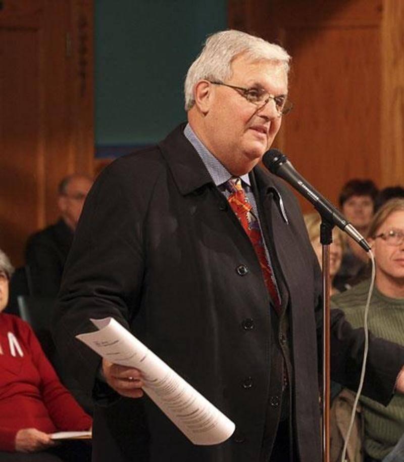 Un ancien conseiller municipal, André H. Gagnon, a félicité le conseil municipal pour sa décision de retenir l'option « tunnel » dans le dossier du boulevard Casavant.