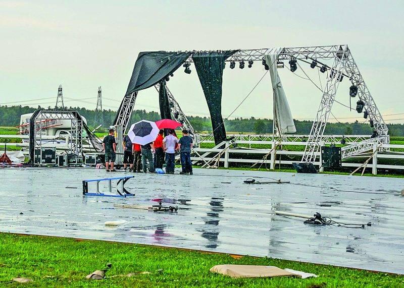 L'entreprise Jefo a dû se relever rapidement après les dégâts causés par l'orage du 22 août pour accueillir plus de 650 personnes jeudi dernier à l'occasion des célébrations entourant ses 35 ans.  Photo François Larivière | Le Courrier ©