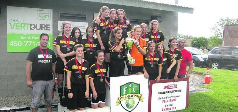 Du côté féminin, Saint-Joseph a été l'une des quatre équipes championnes. Elle a triomphé chez les U14. Photo Courtoisie