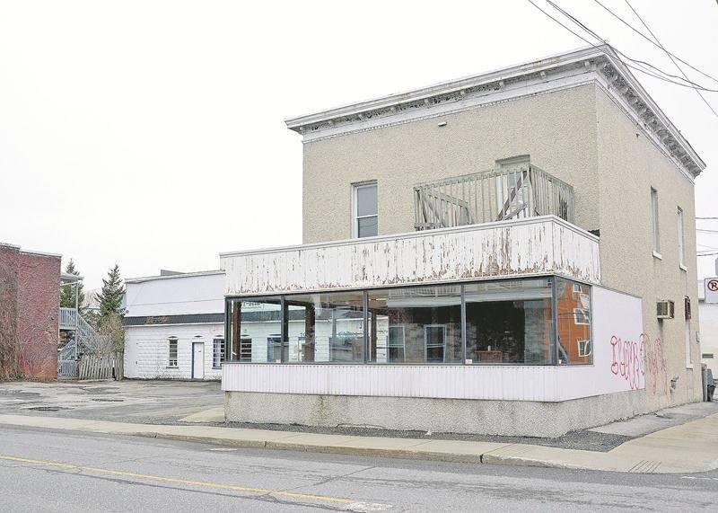 L'immeuble qui appartenait au Groupe Vision Partage, à l'angle de l'avenue de la Concorde Nord et de la rue Bibeau, a fait l'objet d'une vente sous contrôle de justice au prix de 61 000 $ trois mois avant que la Ville en fasse l'acquisition pour la somme de 288 243 $. Photothèque   Le Courrier ©