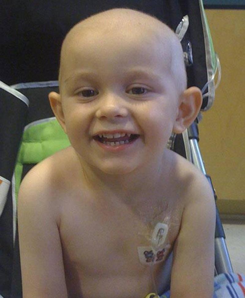 Le petit Lukas Roy est atteint d'un cancer au cerveau qui a nécessité une opération au mois de mai dernier. Depuis, il a reçu sept cycles de chimiothérapie et la tumeur est revenue plus forte avec des métastases au cerveau ainsi qu'à la colonne vertébrale. Lukas est présentement en traitement de radiothérapie et devra subir par la suite d'autres cycles de chimiothérapie. Pour venir en aide à la famille, un souper-bénéfice est organisé le samedi 25 février, à la salle des loisirs de Sainte-Rosali