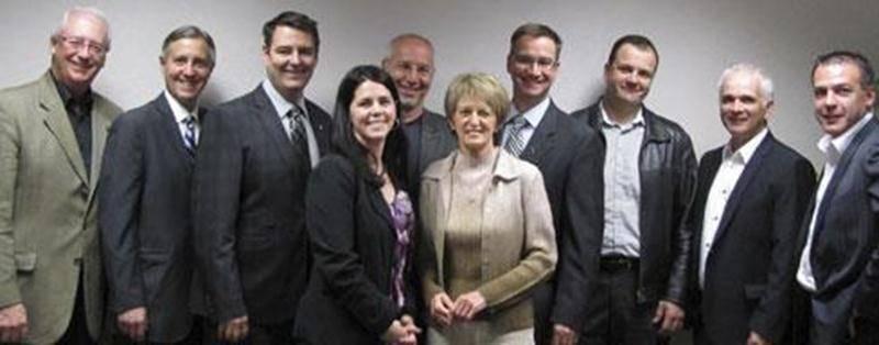 Sur la photo, de gauche à droite: Pierre Piché, Raymond Leduc, Richard Arsenault, Nathalie Gagné, Pierre Rhéaume, Denise Breton, Vincent Giard, Jean-Pierre Lacombe, Pierre Palardy et Stéphane Arès.