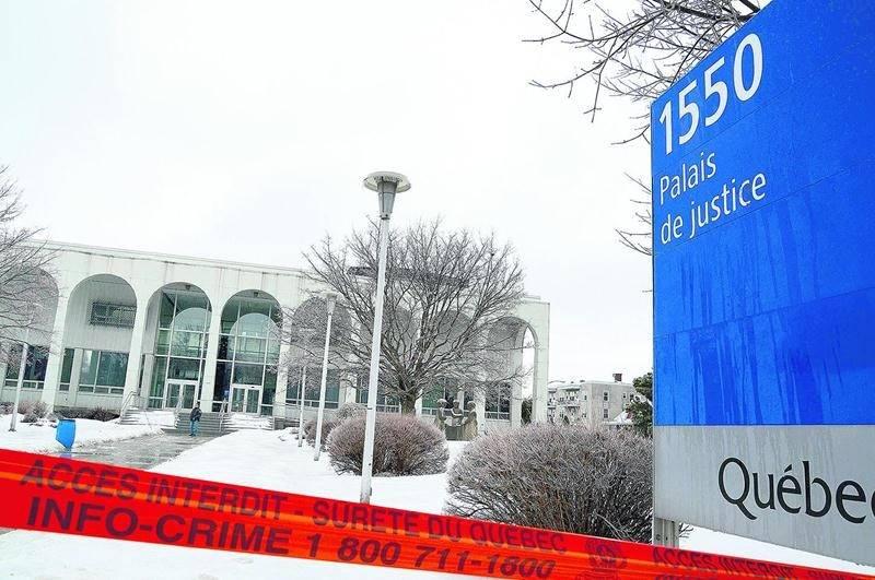 L'opération de la Sûreté du Québec a duré près de trois heures et s'est terminée par l'intervention de techniciens en explosifs, confirmant qu'il s'agissait d'un colis inoffensif. Photo François Larivière | Le Courrier ©