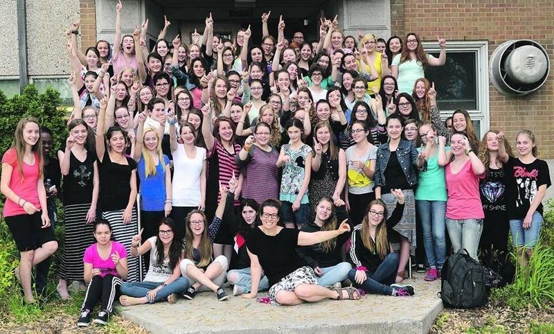 Plus d'une centaine d'étudiantes ont pris part aux mercredis sans maquillage organisés à l'école Casavant par l'enseignante en éthique, Annie Roy. Photo François Larivière | Le Courrier ©